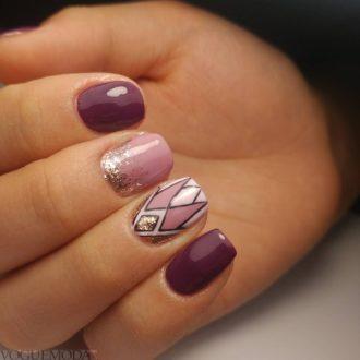 короткие ногти с геометрией цветные