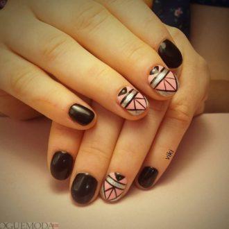 короткие ногти с геометрией темные