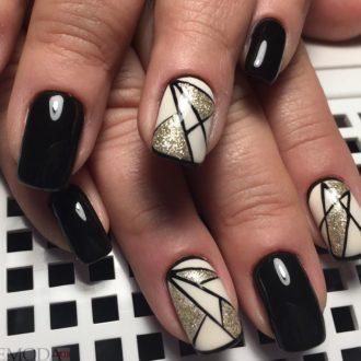 короткие ногти с геометрией черные