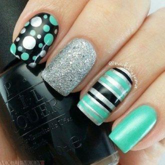короткие ногти с геометрией бирюзовые