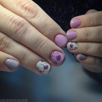 короткие цветные ногти с цветами