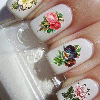короткие светлые ногти с цветами