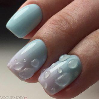 короткие голубые ногти