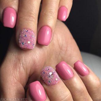 короткие розовые ногти