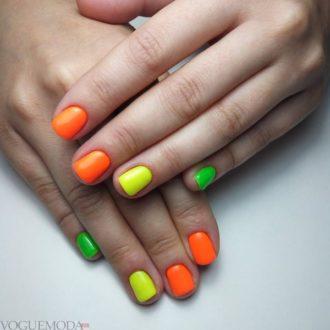 короткие ногти разноцветные