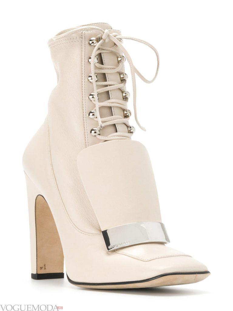ботинки со шнуровкой светлые