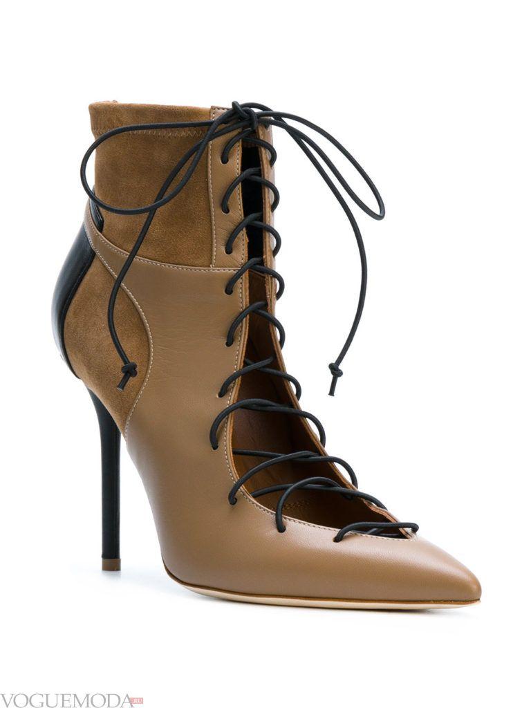 коричневые ботинки со шнуровкой