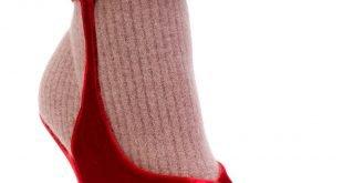 яркие ботинки на шпильке