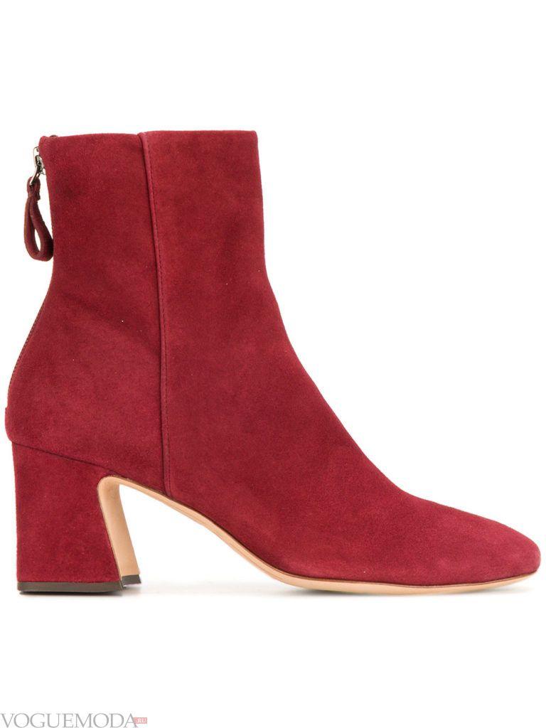 красные замшевые ботинки