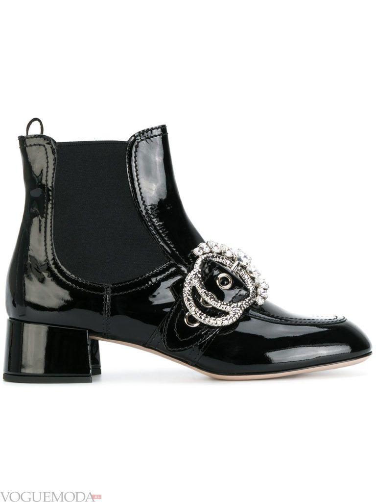 лаковые ботинки на низком каблуке