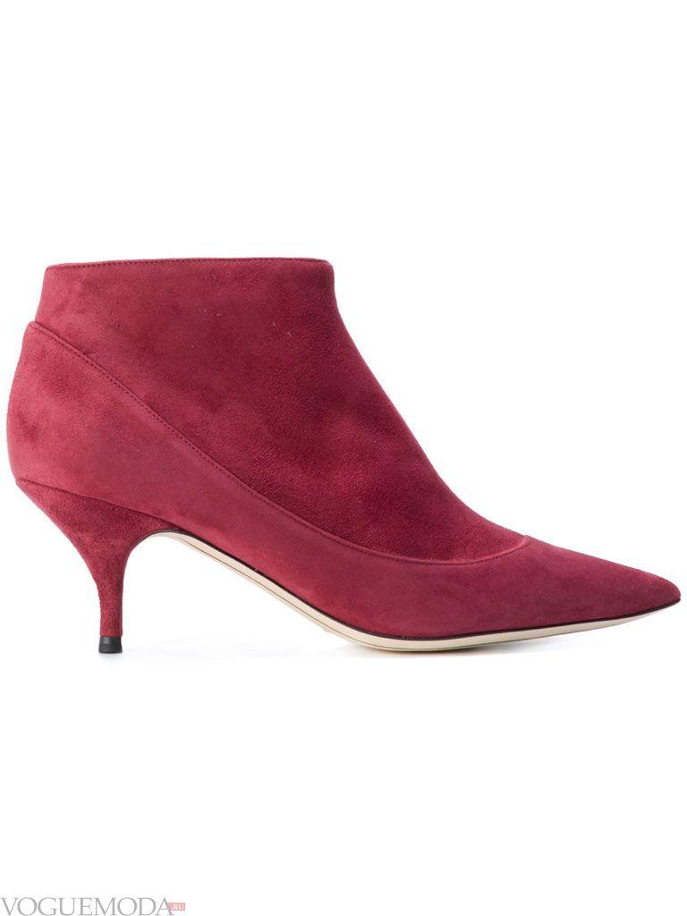 замшевые ботинки на низком каблуке