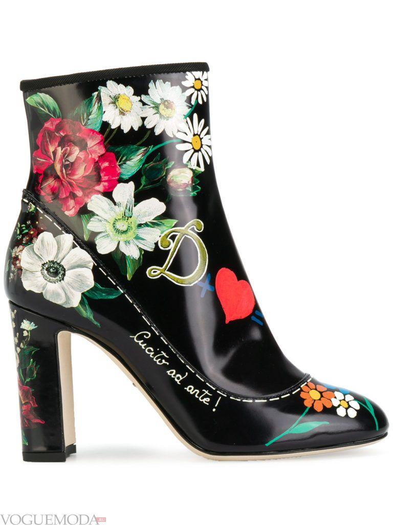 ботинки на высоком каблуке с декором
