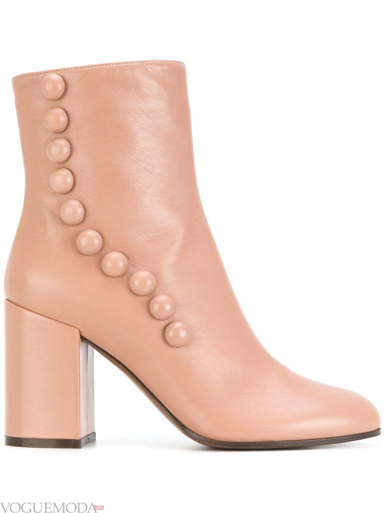 розовые ботинки на высоком каблуке