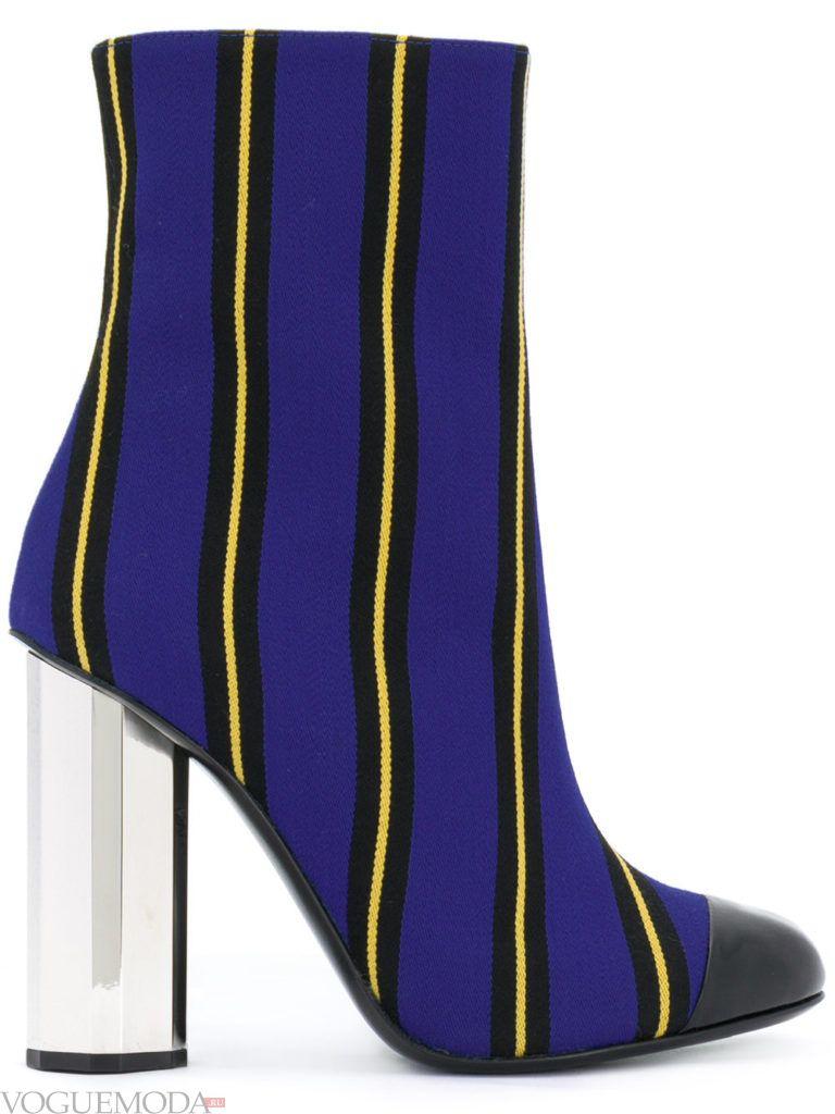 полосатые ботинки на высоком каблуке