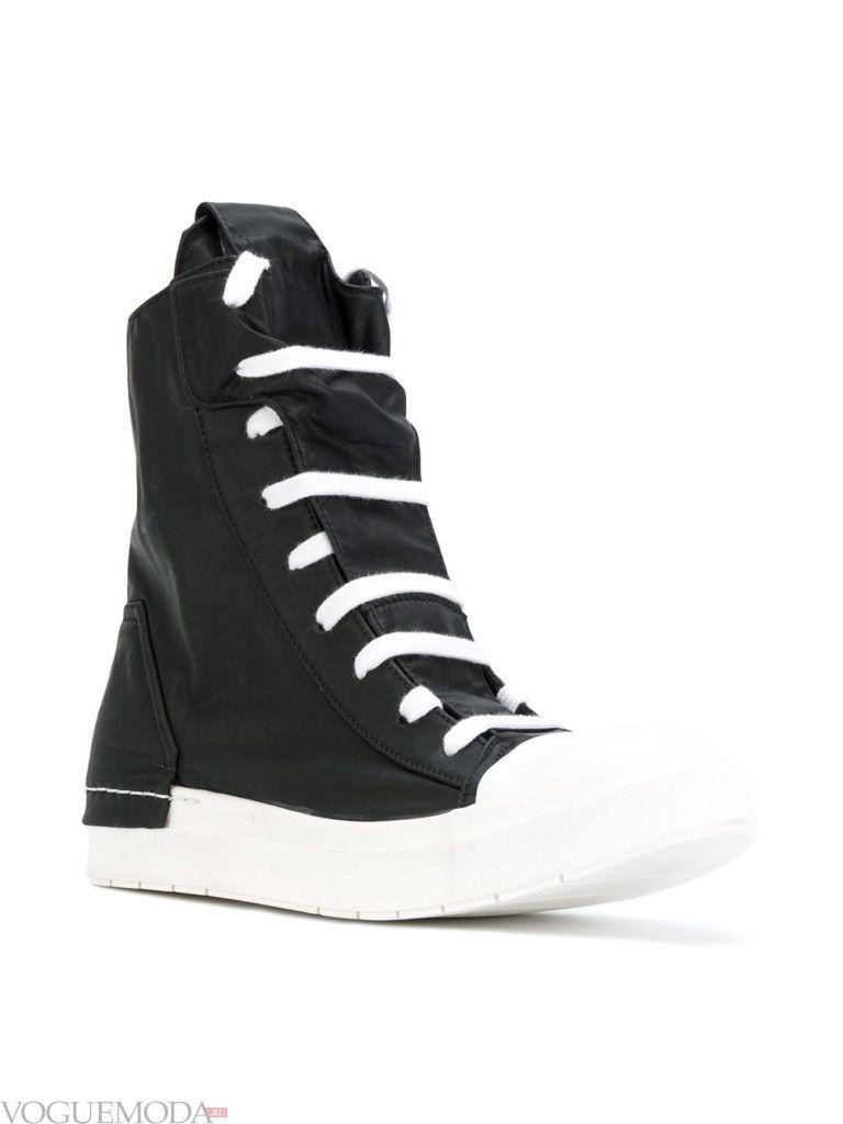 модные спортивные ботинки