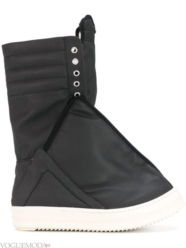 черные спортивные ботинки