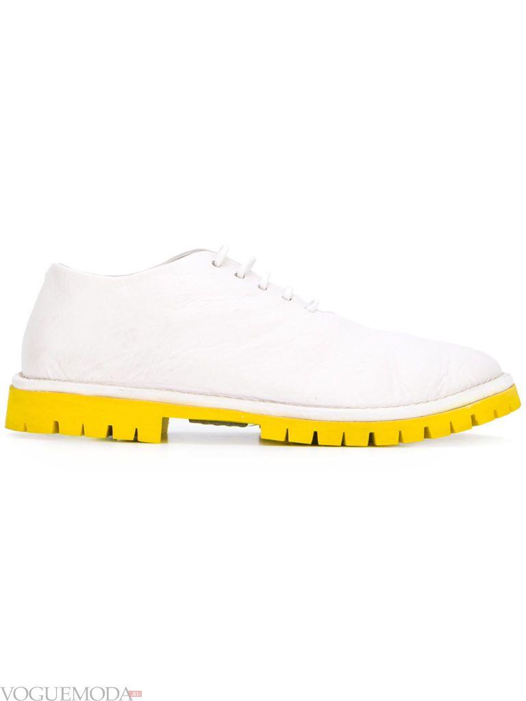 белые рифленые ботинки