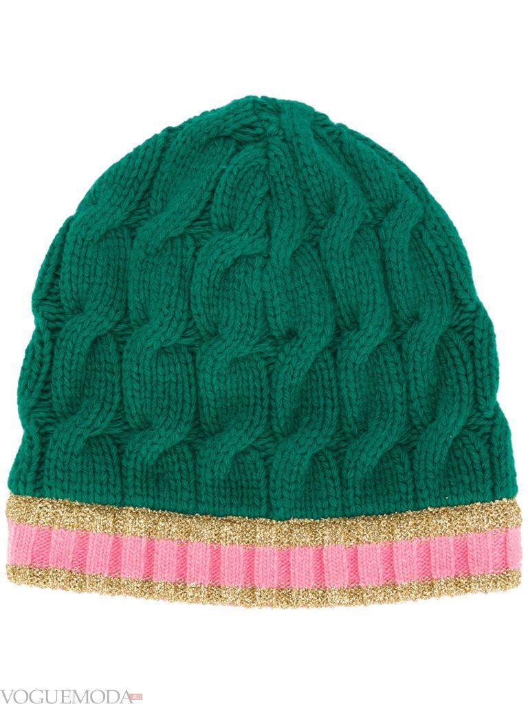 зеленая шапка фактурной вязки