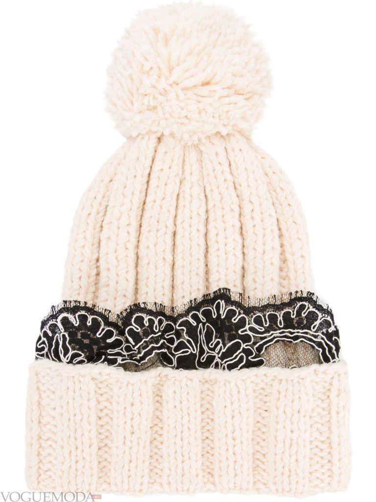 шапка фактурной вязки с декором