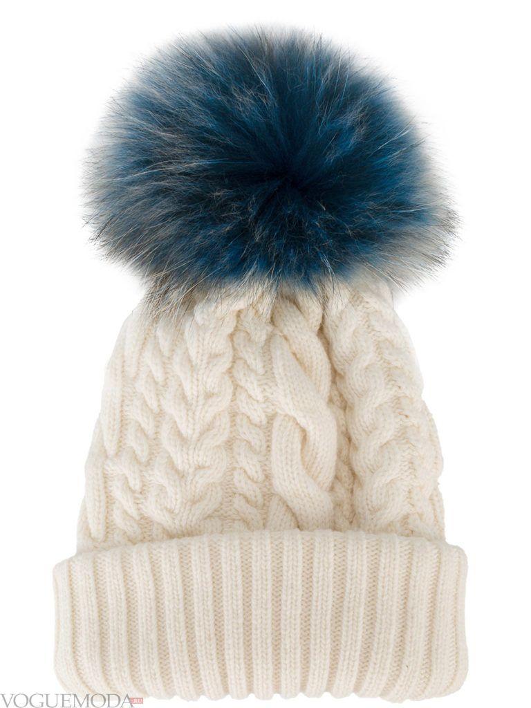 шапка с помпоном бежевая
