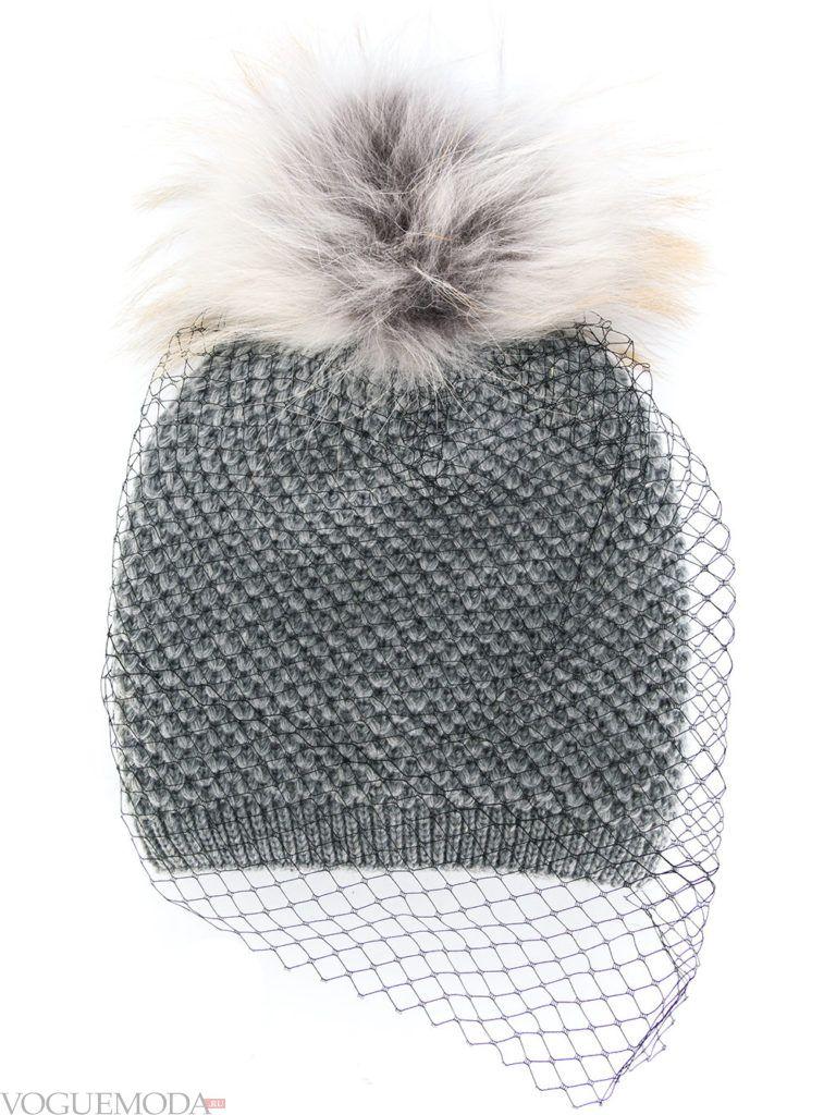 шапка с помпоном серая