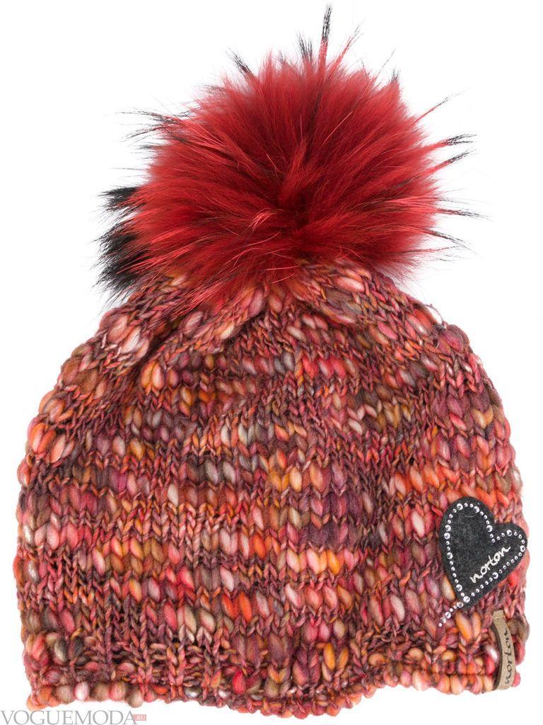 шапка с помпоном бордовая