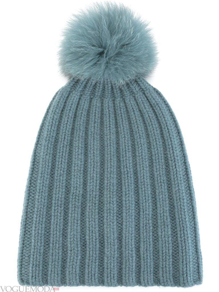 шапка с помпоном синяя