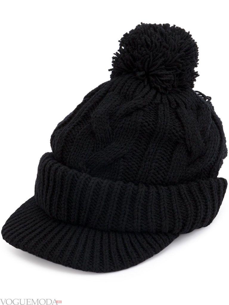 шапка с помпоном черная