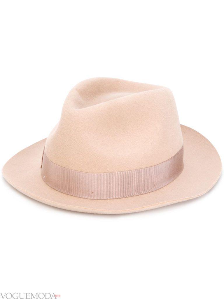 светлая шляпа