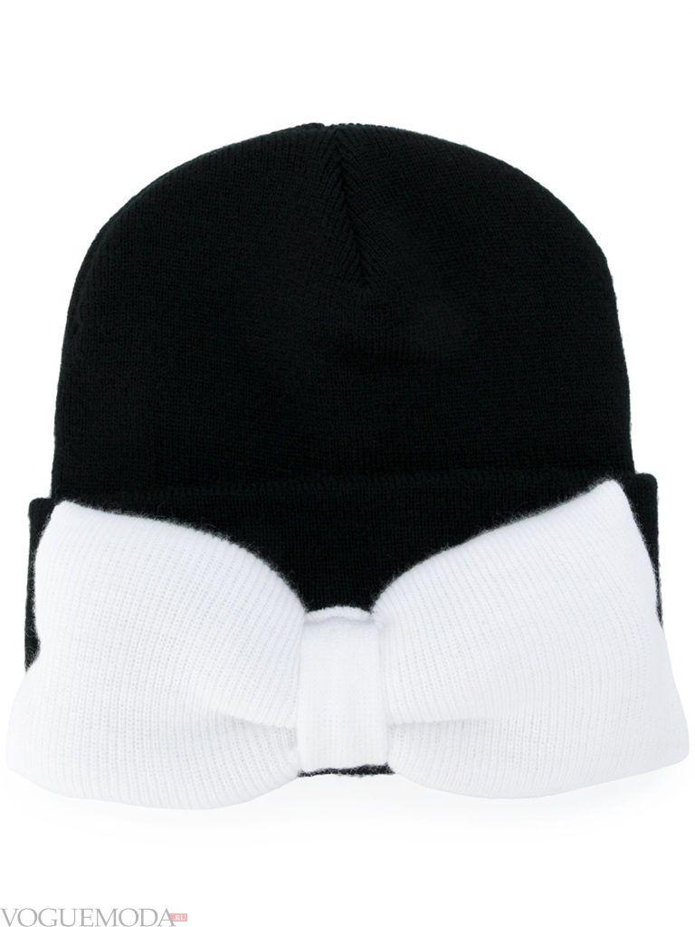 шапка гладкой вязки с бантом