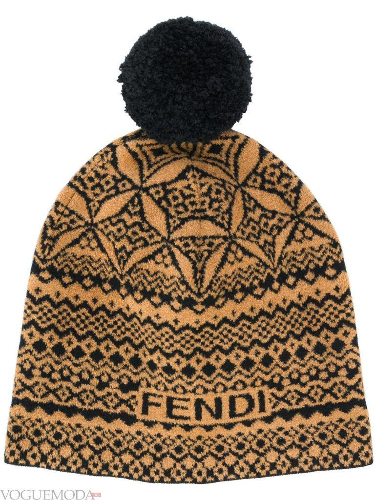 шапка гладкой вязки с принтом