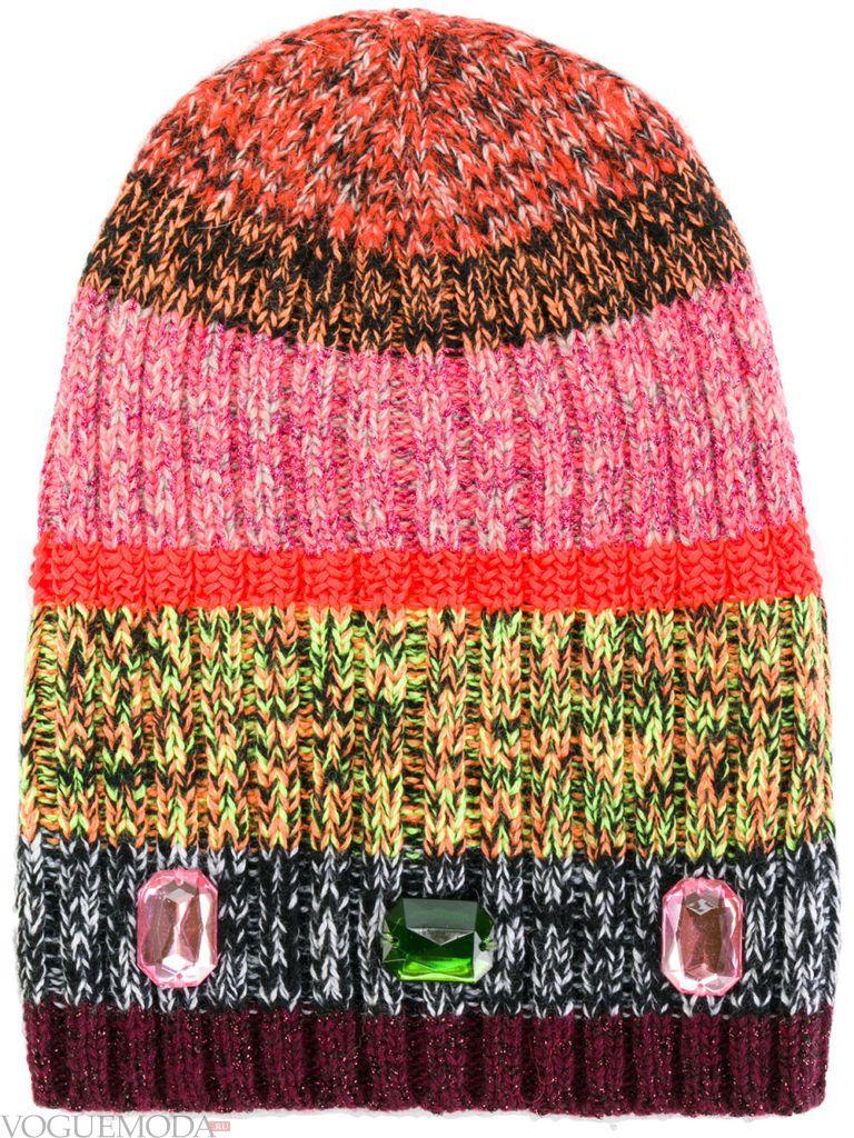 вязаная полосатая шапка