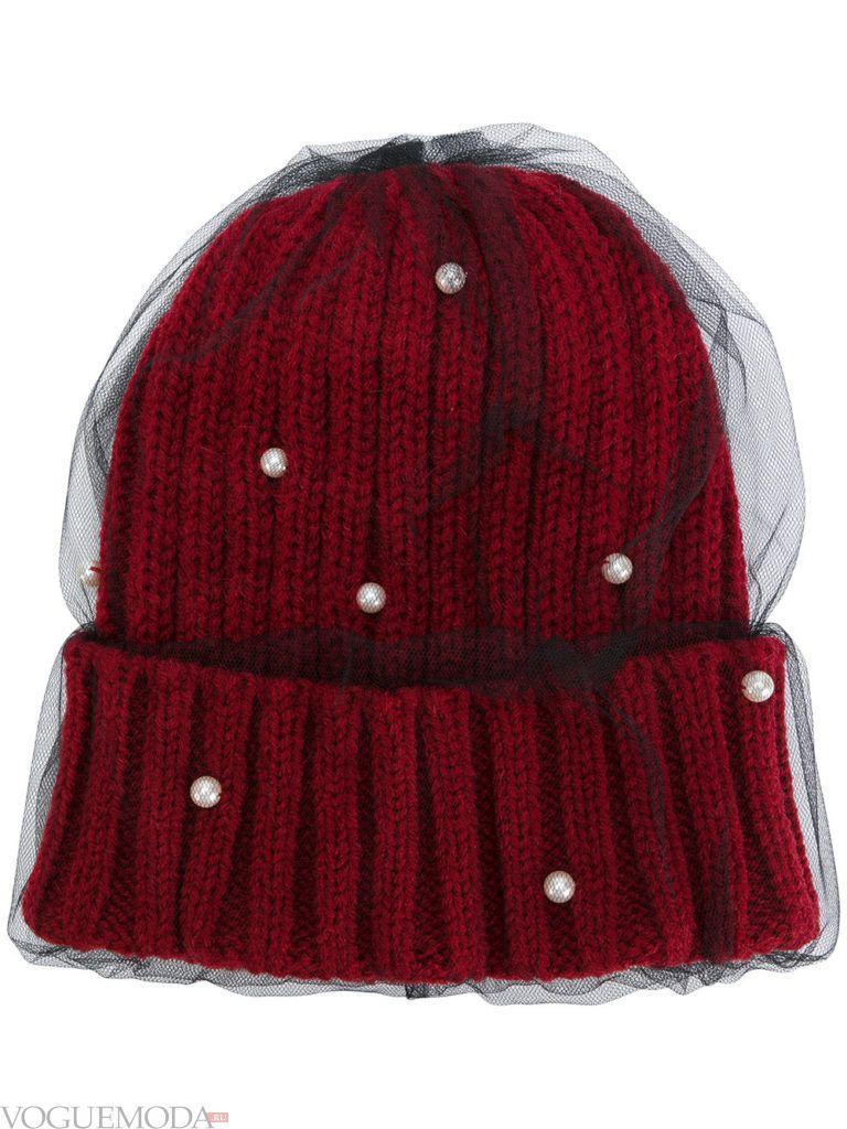 модная шапка с декором