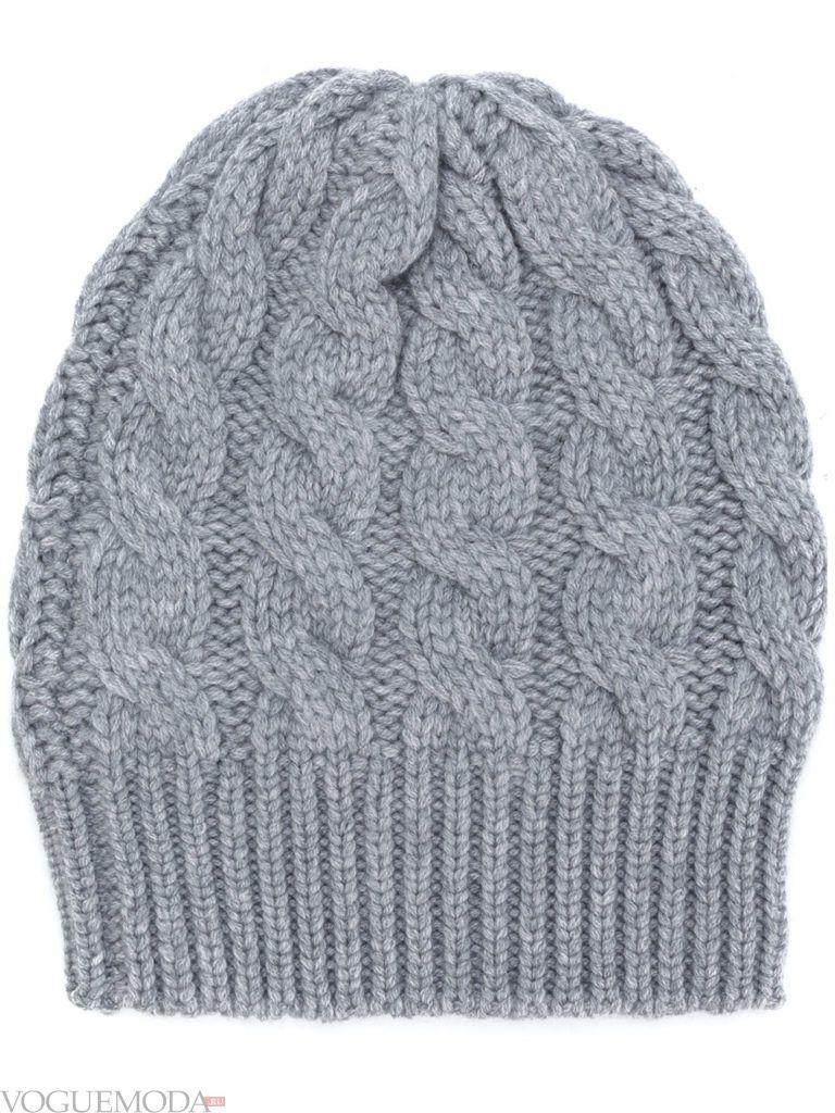 серая шапка фактурной вязки