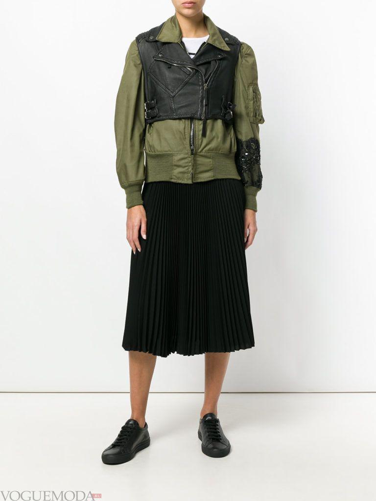 многослойная зеленая куртка на синтепоне