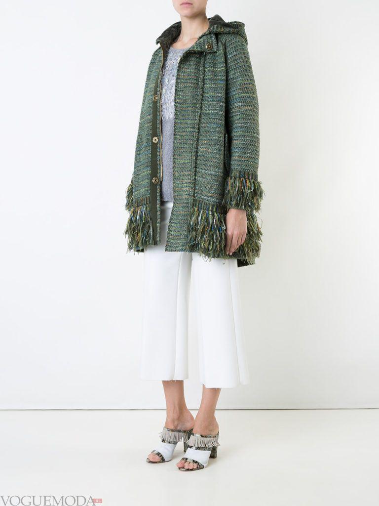пальто в военном стиле с бахромой