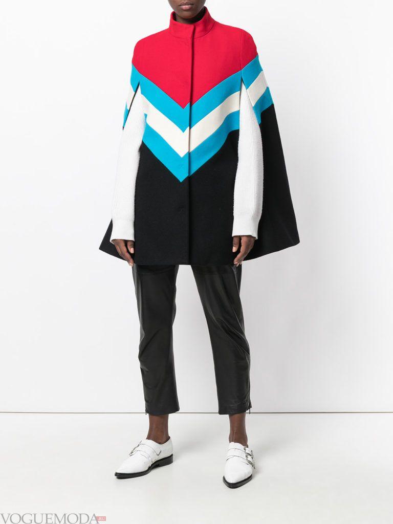 пальто в виде накидки яркое