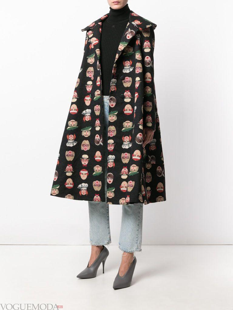 пальто в виде накидки с принтом