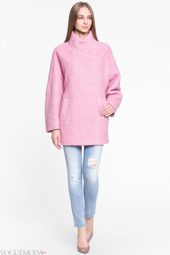 яркое розовое пальто