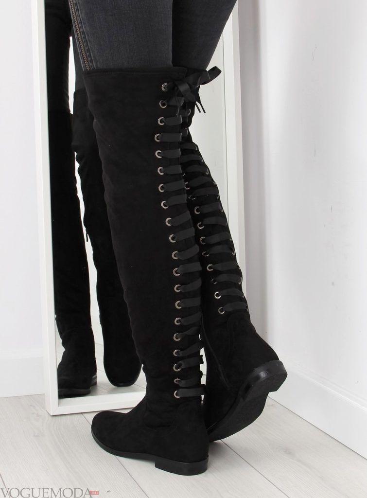 черные ботфорты замшевые с задней шнуровкой