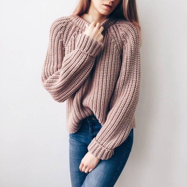 вязаный свитер бежевый