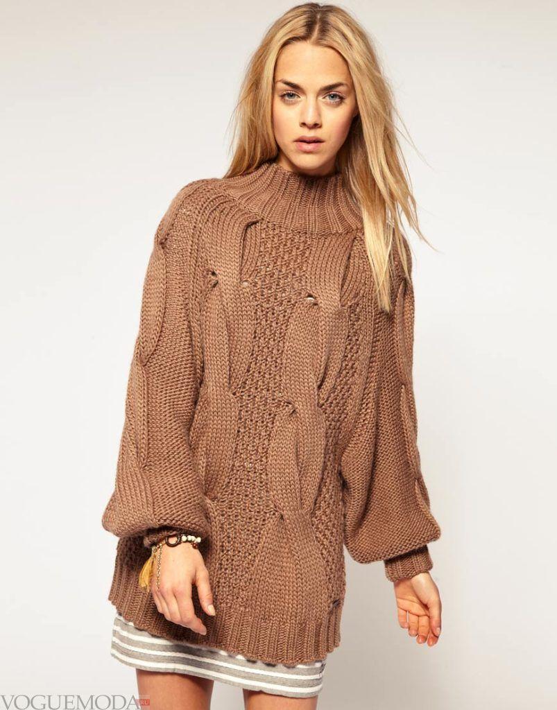 длинный вязаный свитер с горловиной