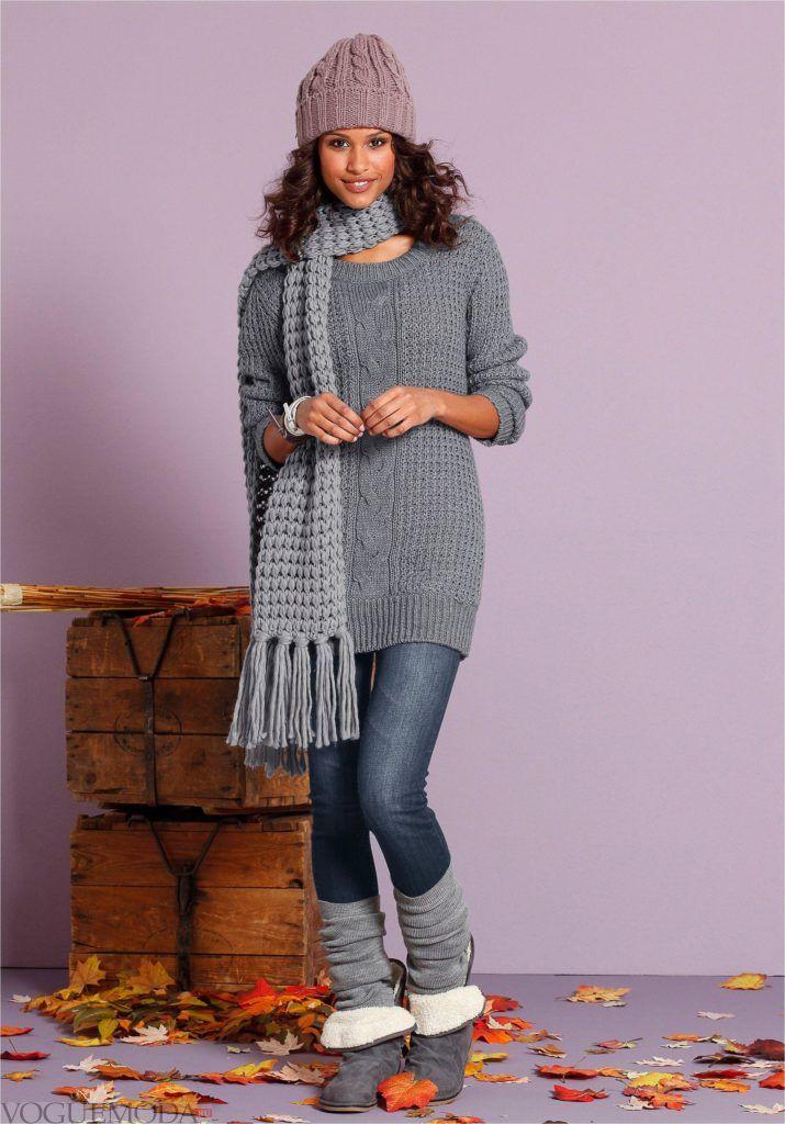 длинный вязаный свитер серого цвета