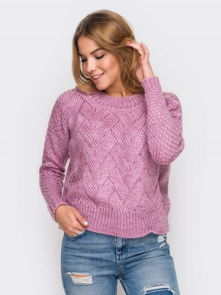 короткий вязаный свитер розового цвета