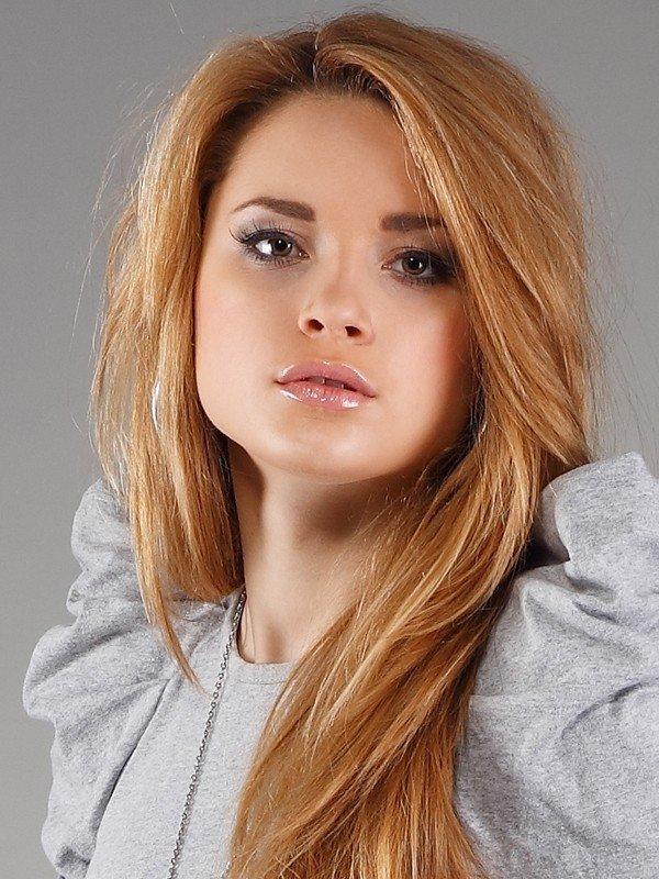 модный оттенок «клубничная» блондинка