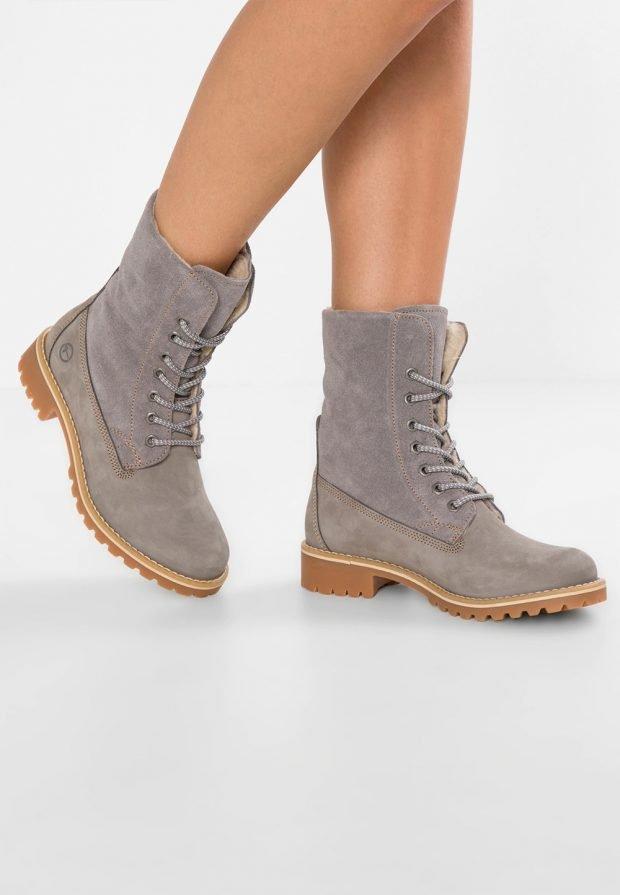 Модные женские ботинки 2020: серые на шнурках