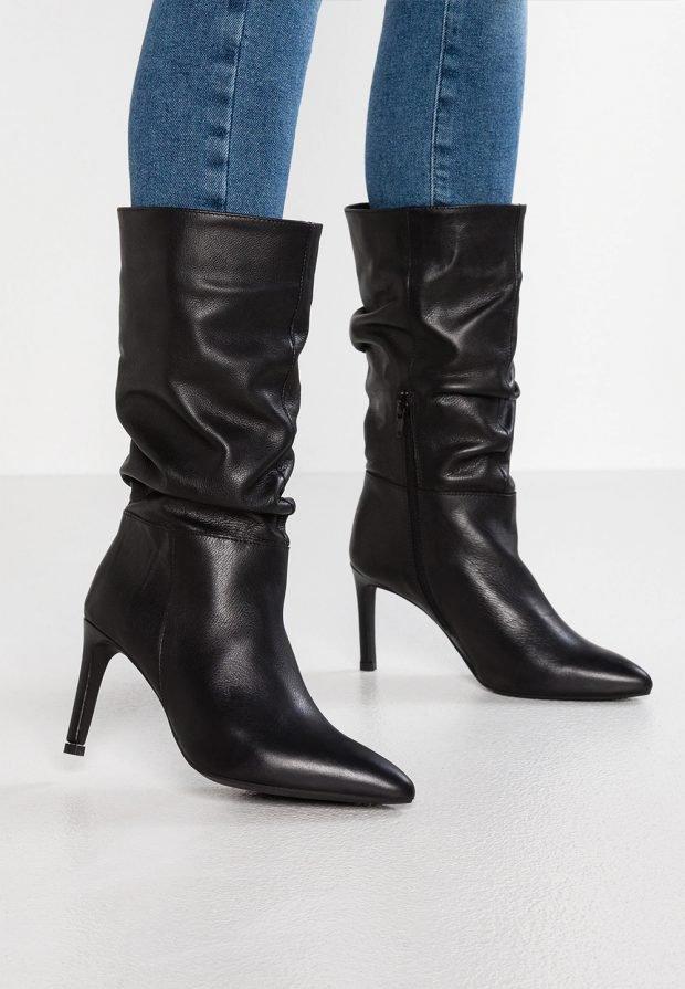 Модные ботинки 2020: черные на шпильке