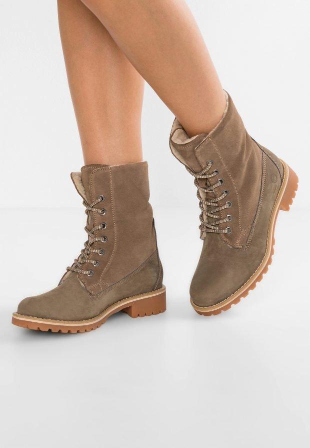 Модные ботинки 2021: коричневые на шнурках толстая подошва