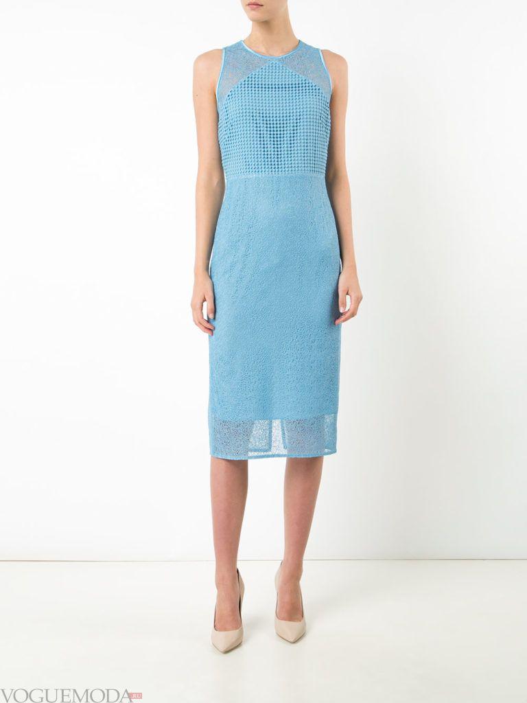 офисное платье-футляр голубое