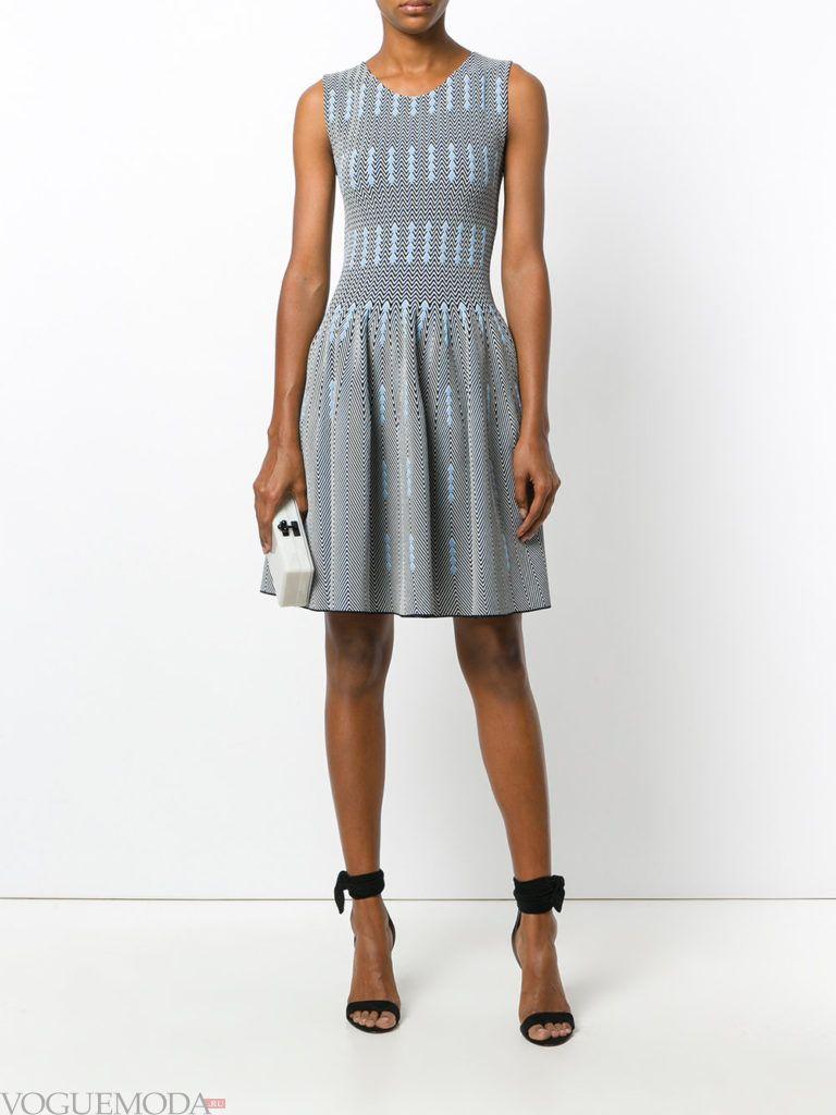 модное офисное платье серое
